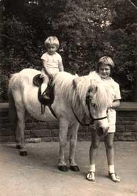 Grit auf ihrem Pony